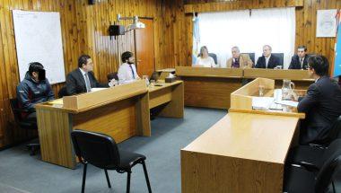 Inició juicio contra una persona acusada de haber cometido el presunto delito de abuso sexual gravemente ultrajante