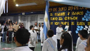 El Superior Tribunal de Justicia presente en la promesa a la Bandera de los niños de la Escuela Nº 34